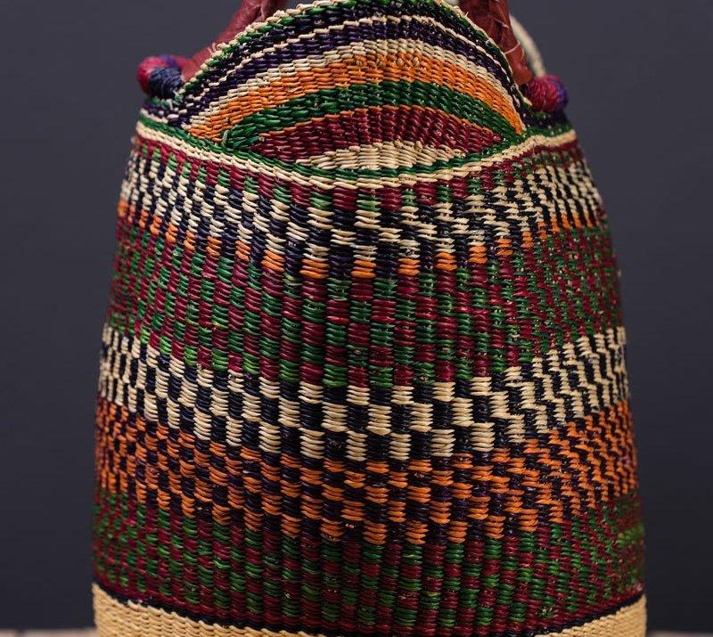 Různobarevné přírodní koše Ghana